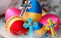 Пасхальное яйцо из ниток и шарика: оригинальный декор своими руками